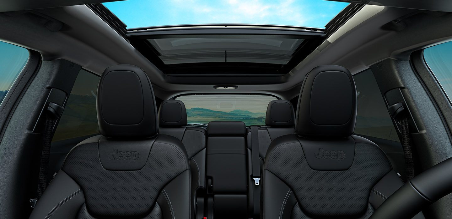 2019-Jeep-Cherokee-Limited-Interior-Premium-Features-Panoramic-Sunroof